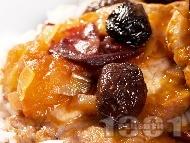 Задушени свински карета с маслини и сушени кайсии върху ориз или картофено пюре